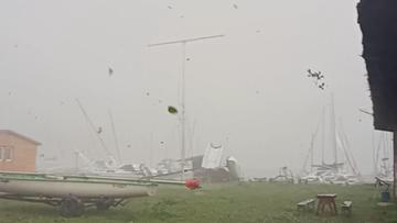 Szkwał nad jeziorem Ukiel. Wiatr zniszczył żaglówki